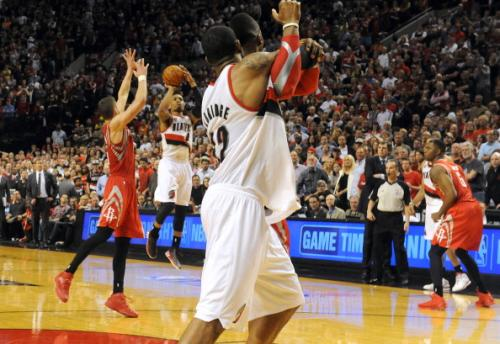 Damian Lillard Sinks Rockets With Buzzer Beater